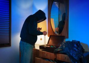 Kriminalberatung – Wissenswertes zur Sicherheitstechnik und Einbruchschutz - Einbrecher im Haus: Verhaltensregeln